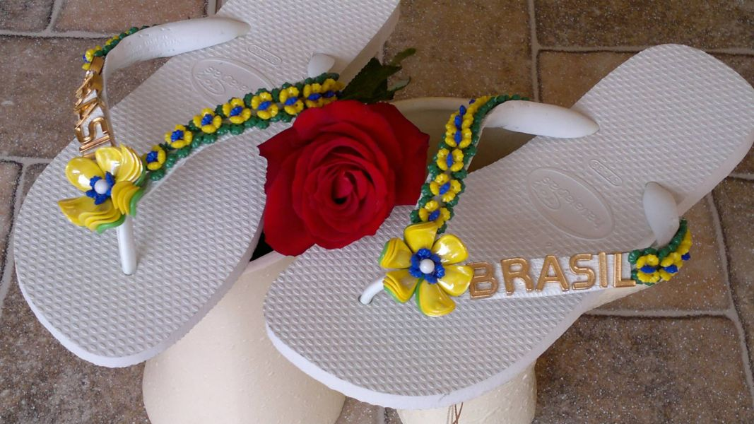 Havaianas bordadas e decoradas para Copa do Brasil